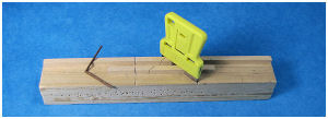 Hobbiest's mini-miter for precise 45 degree angles